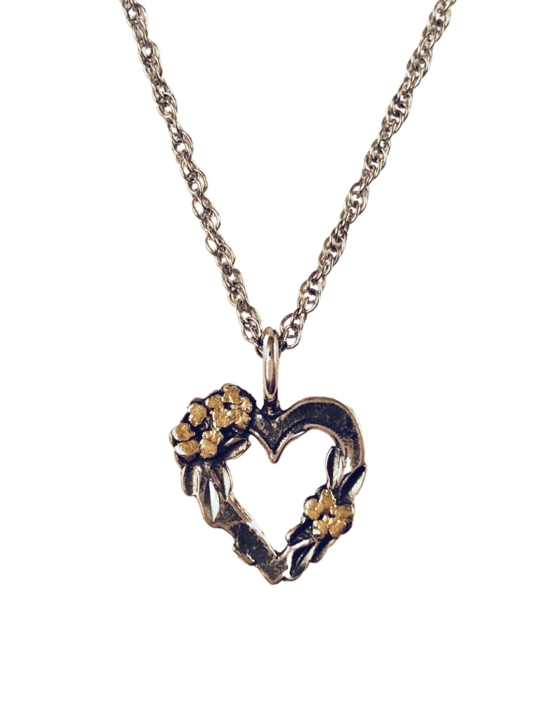 HEART WITH FLOWER NUGGETS NECKLACE