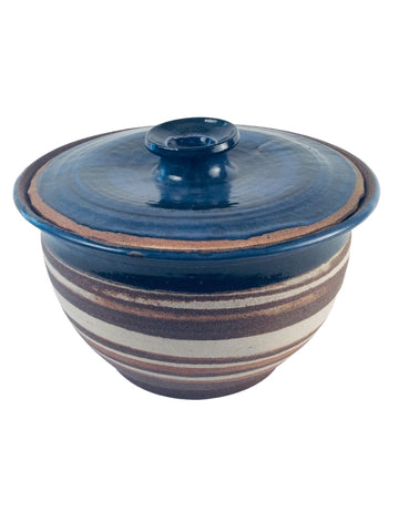 TEXTURED CASSEROLE DISH WITH BLUE LID