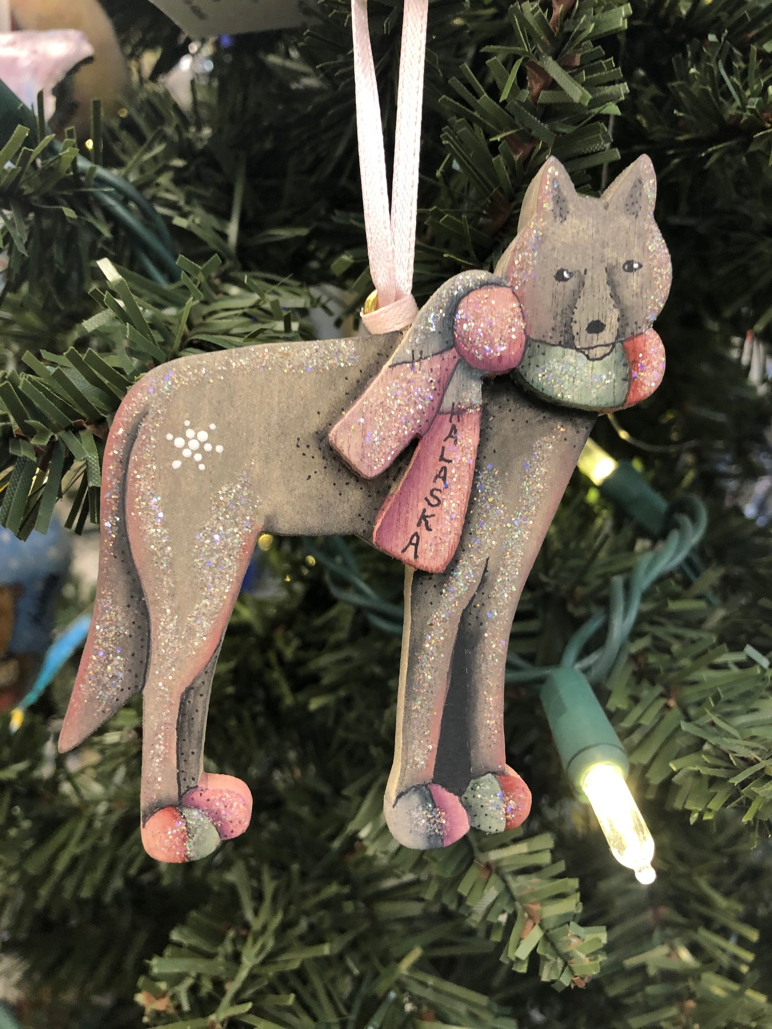 FACE FORWARD WOLF ORNAMENT