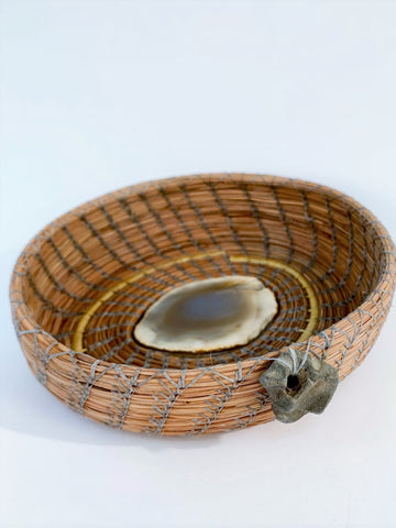 CREAM AND GRAY AGATE BASKET WITH BEACH STONE ADORNMENT