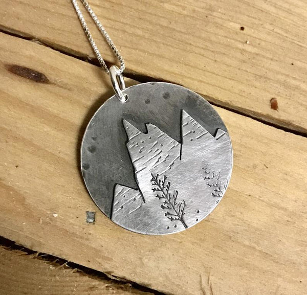 CUT SILVER MOUNTAIN SCENE NECKLACE