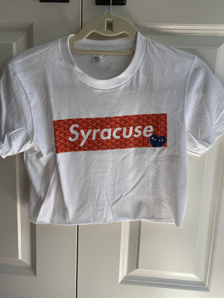 Load image into Gallery viewer, Syracuse Comme Des Supreme Crop Tee
