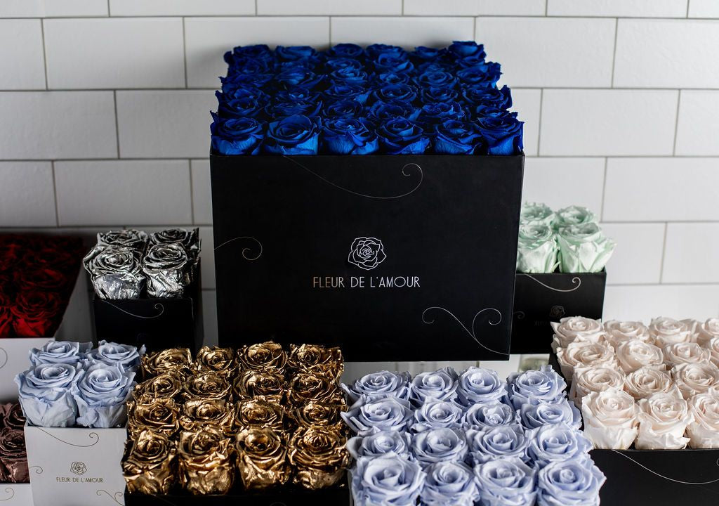 Roses in a box Chicago Flower delivery Chicago – Fleur de l Amour Chicago