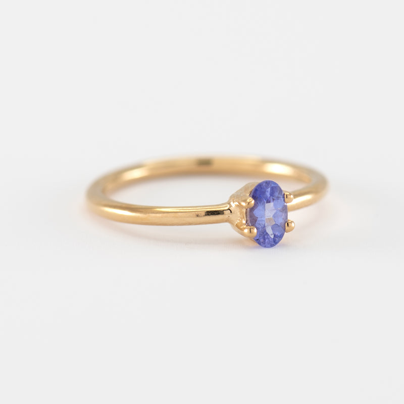 Tanzanite Gold ring Violet side view