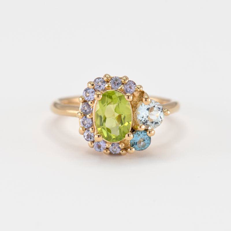 Marjorie peridot gold ring front view