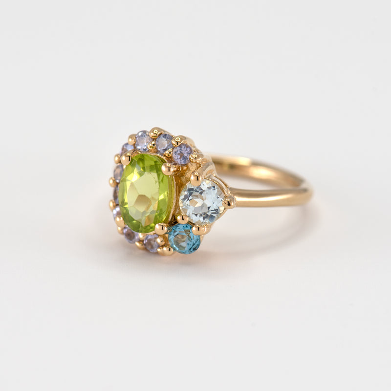 Marjorie peridot gold ring right view