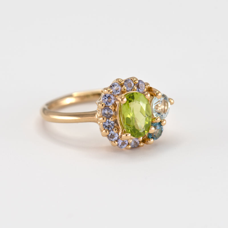 Marjorie peridot gold ring left view