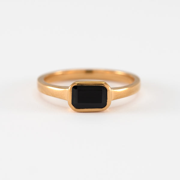 Onyx Gold Ring Adira front view
