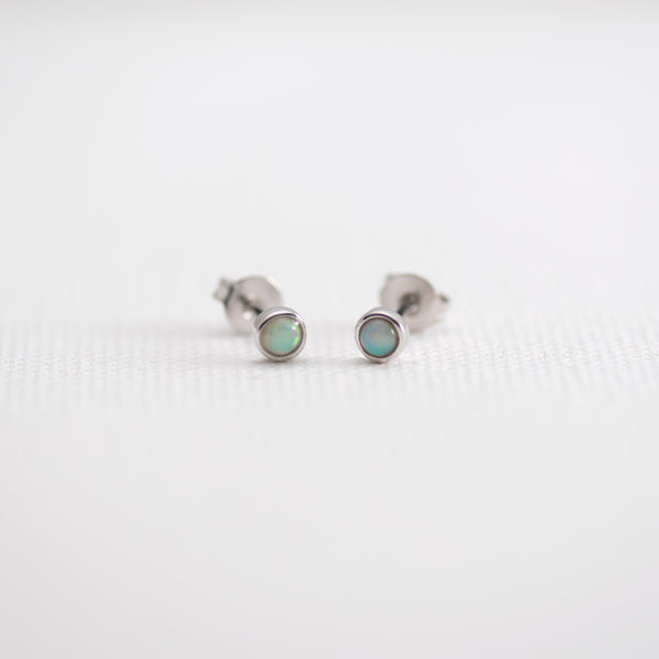 Opal stud earrings Lolo