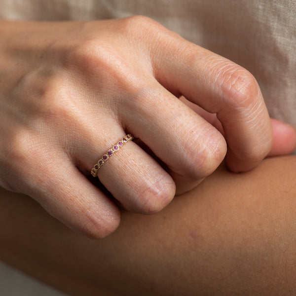Rhodolite Gold ring Leilah worn by hand model