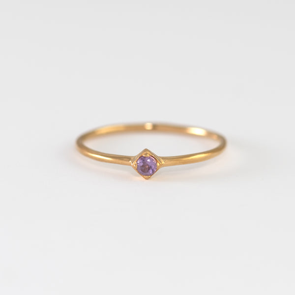 Maile Amethyst on yellow gold ring