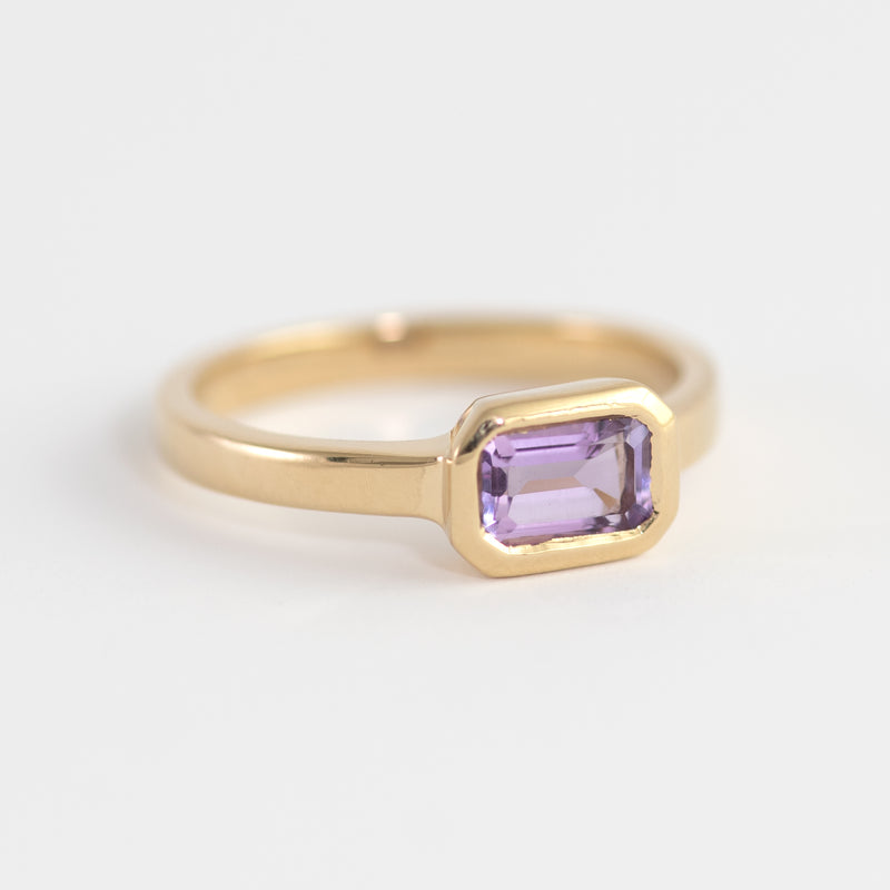 Isabel Amethyst gold ring top view
