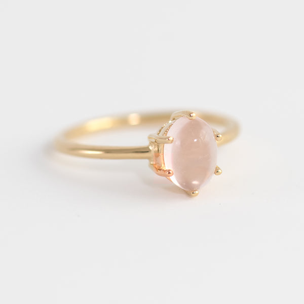 Rose quartz on gold ring Rayen