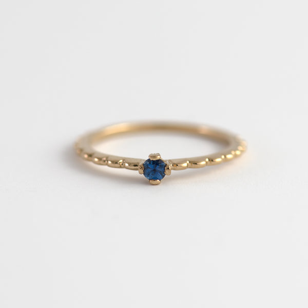 Blue Sapphire on Gold ring Saery