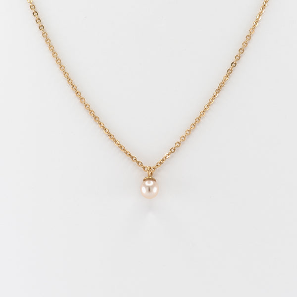 Judith pearl necklace on yellow gold