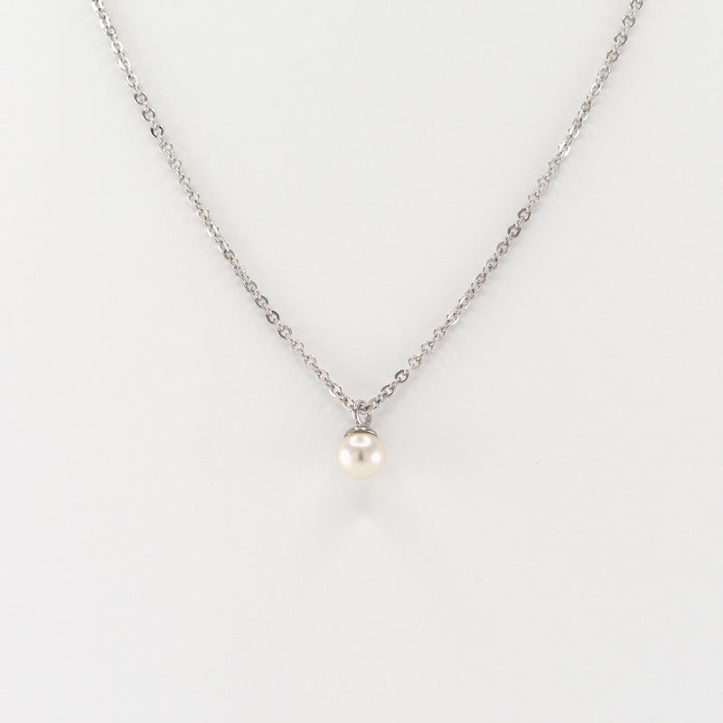 Judith pearl necklace on white gold