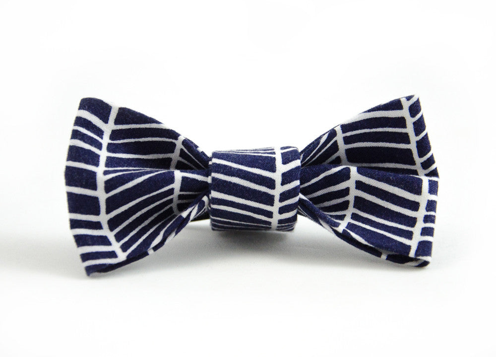 Bow Tie in Bishop ONE XS LEFT