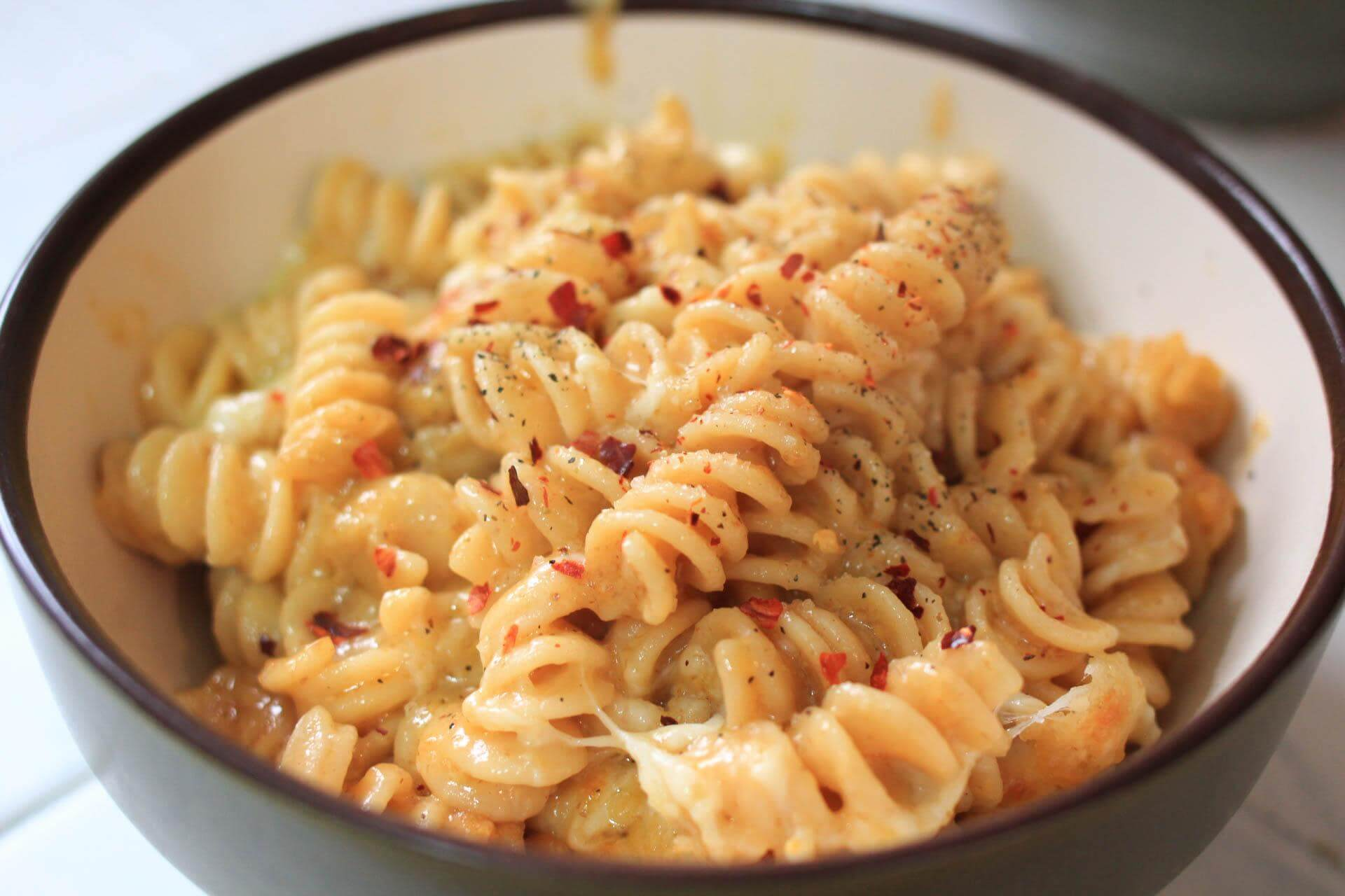 Seasoned macaroni and cheese