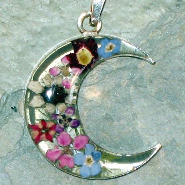 Real Flower Moon Pendent - Daisy