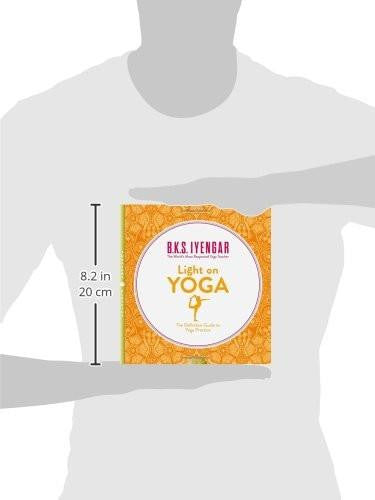 Light on Yoga: The Definitive Guide to Yoga Practice Book