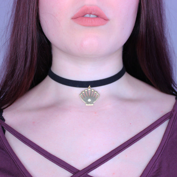 Golden Scallop Choker