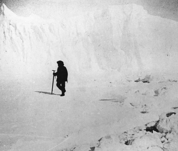 Amundsen and his crew look at the South Pole in 1911
