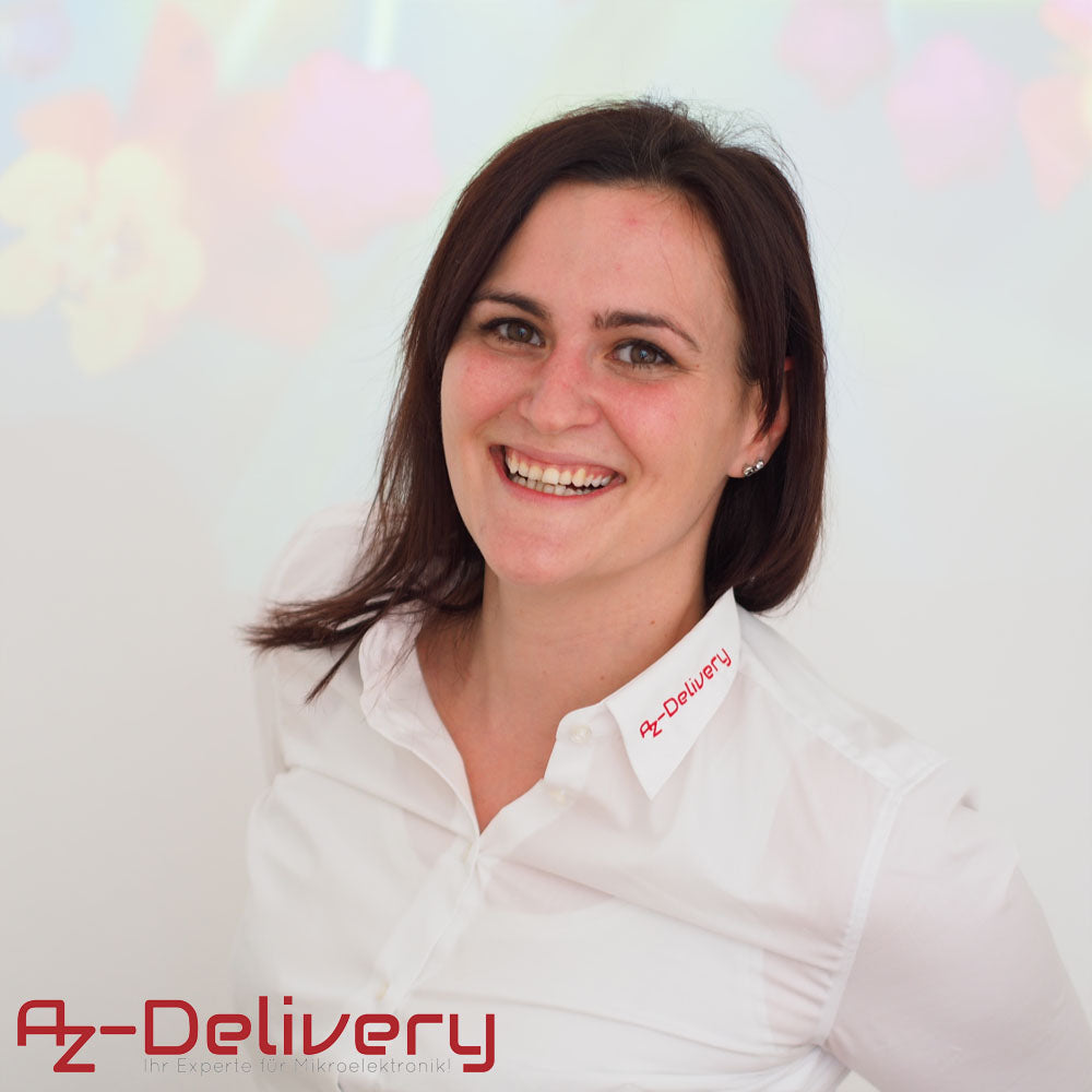azdelivery employee smiling woman