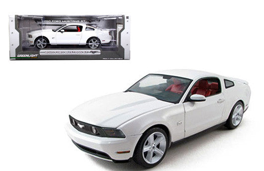 GREENLIGHT 1:18 2010 WHITE FORD MUSTANG GT DIECAST CAR