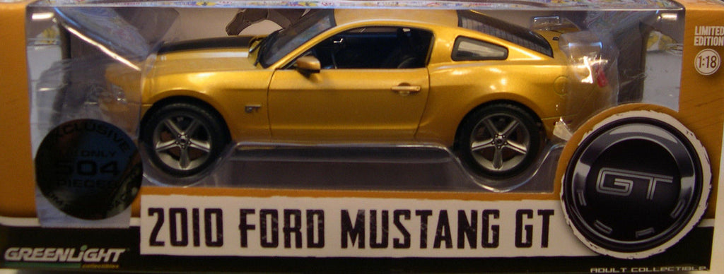 GREENLIGHT 1:18 2010 FORD MUSTANG GT WITH BLACK STRIPE DIECAST MODEL CAR