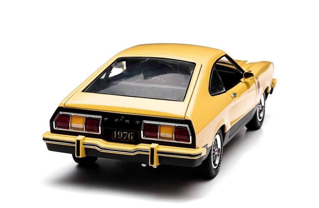 GREENLIGHT 1:18 1976 YELLOW FORD MUSTANG II STALLION DIECAST MODEL CAR