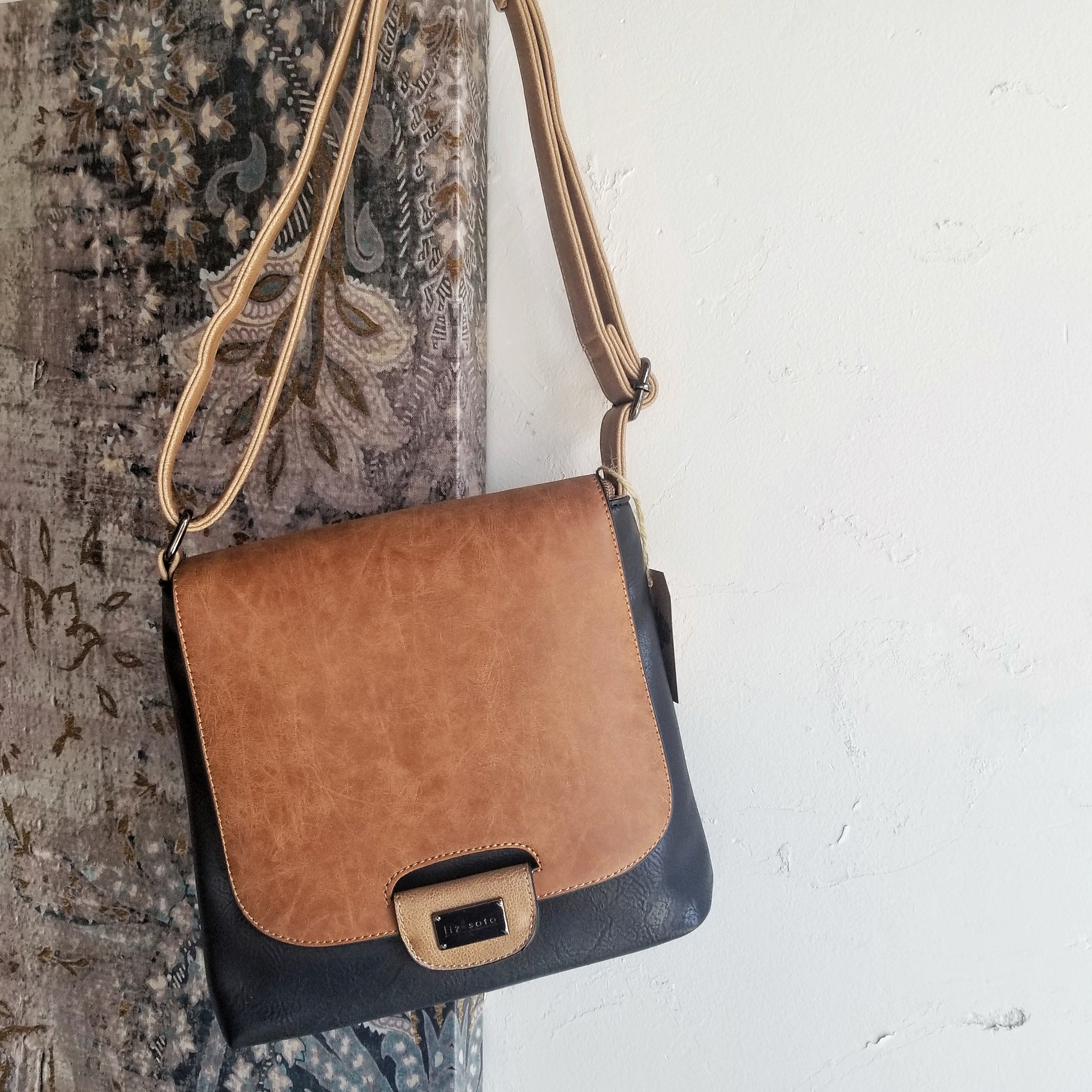 Amy Cross Body Bag