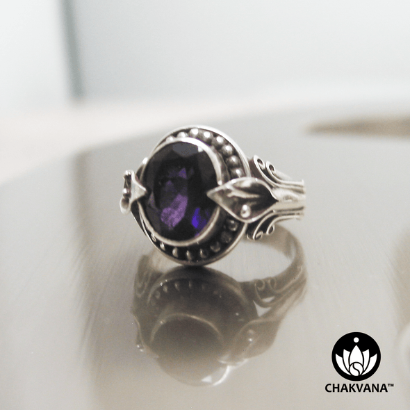 A beautiful, classy and bulky sterling silver ring with faceted Amethyst oval gemstone and intricate leafy metalwork. – Chakvana.com