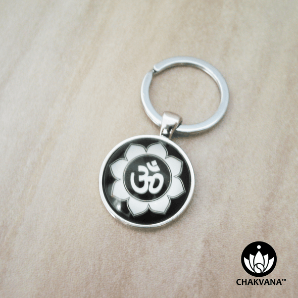 Keychain ring displaying an Om & Lotus Petal design inside of a magnifying glass cabochon. – Chakvana.com