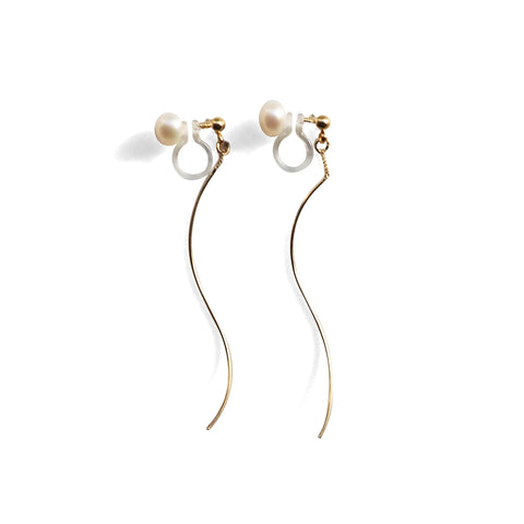 Double Sided White Freshwater Pearl Invisible Clip On Stud Earrings (Gold tone Wave Bar) - Miyabi Grace