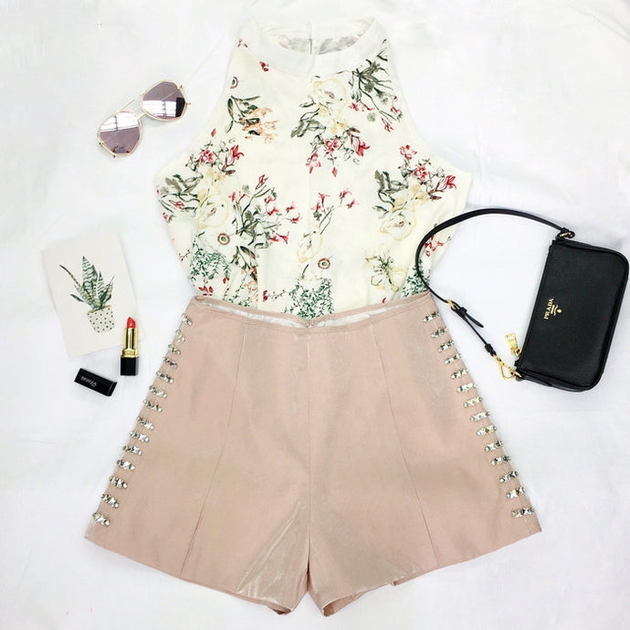 #00073 Sleeveless Bow Back Blouse with Floral Print & High Waist Short with Beading Set