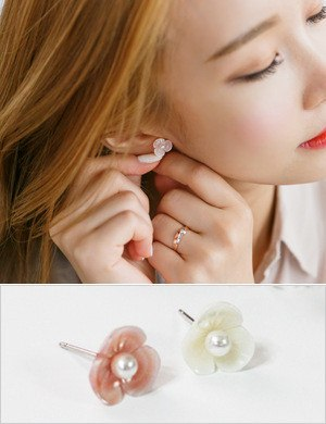 Mini Floral Earring