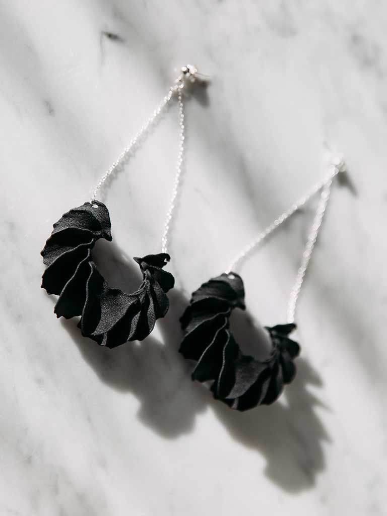 Calla Swing 3D Printed Earrings in Velvet Black — OHLINA | Contemporary 3D Printed Jewellery