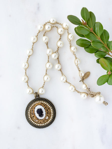 Black & White Vintage Cameo Pearl Necklace
