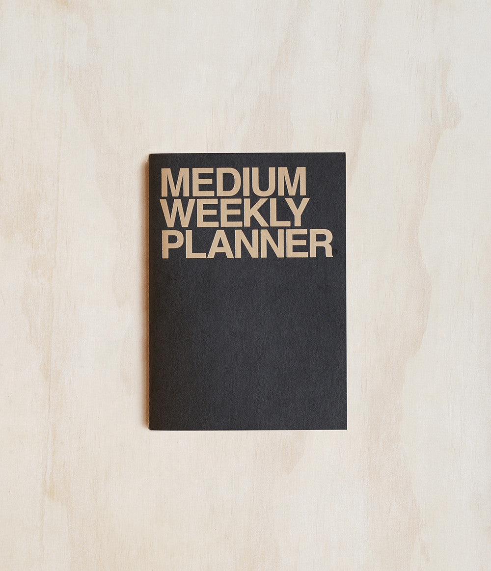 JSTORY - UNDATED PLANNER - WEEKLY - MEDIUM (15X21CM) - BLACK