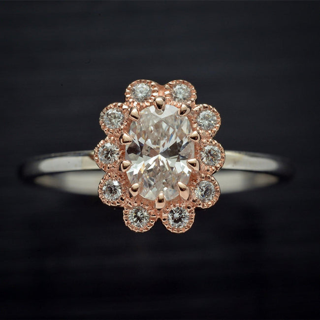 Oval Engagement halo ring in white / Pink gold