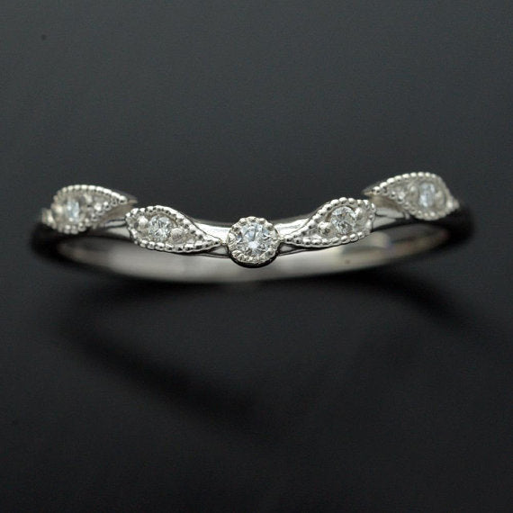 leaf curved band with 5 diamonds in white gold