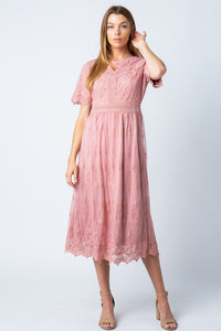 Wendy lace dress in Mauve