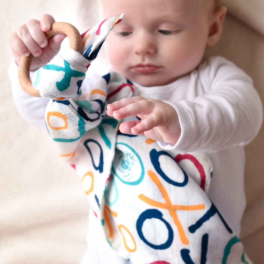 ETTA LOVES X PEANUTS TEETHING COMFORTER - for 5+ month old babies