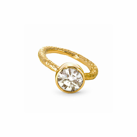 Solitaire Round Diamond Ring in Yellow Gold