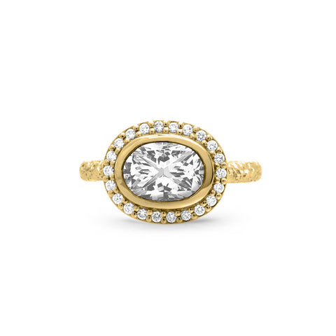 Solitaire Round Diamond Ring in Yellow Gold with Diamond Pave