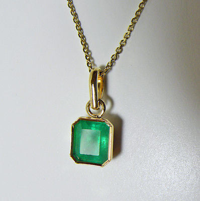2.32cts Colombian Emerald Solitaire Pendant 18k Yellow Gold