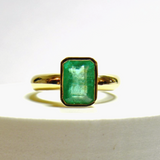 2.21 Carats Natural Colombian Emerald Solitaire Ring 18K Yellow Gold