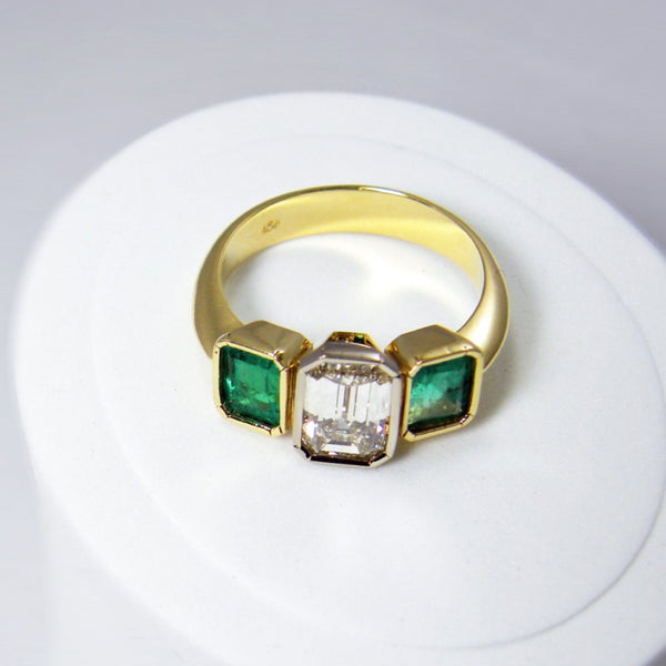 2.75ct Fine Emerald Cut Diamond & Emerald Engagement Ring 18K Gold
