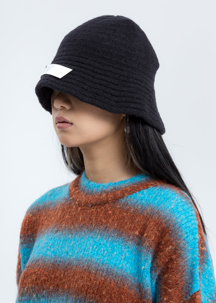 Black Felted Knit Narrow Bucket Hat W/Pin