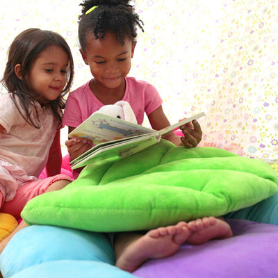 Green Pillow with girls reading - Floor Bloom